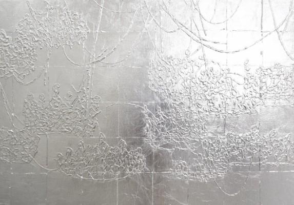 藤井俊治 「わたしがかさなりあう」2015年 綿布にアルミ箔、ジェッソ 72.7 x 103cm